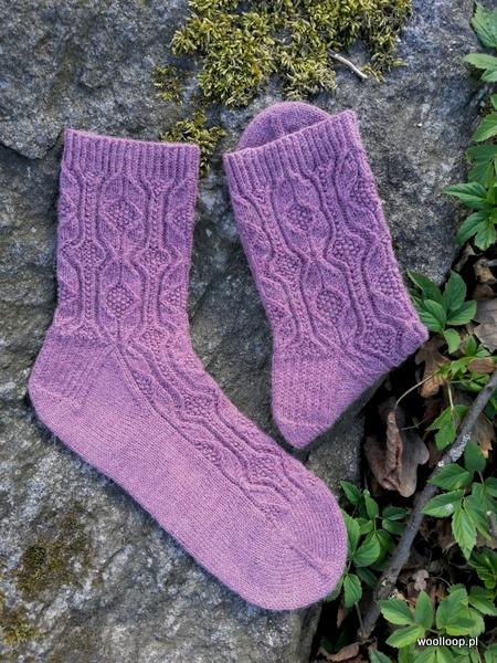 skarpety na drutach z wloczki Performacne Cool Wool fioletowe woolloop