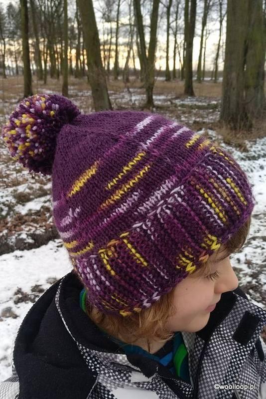 fioletowa czapka z włóczek Novita 7 Brothers i Novita 7 Brothers Polaris woolloop