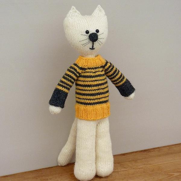 Dziergacy kot w sweterku woolloop druty na okraglo