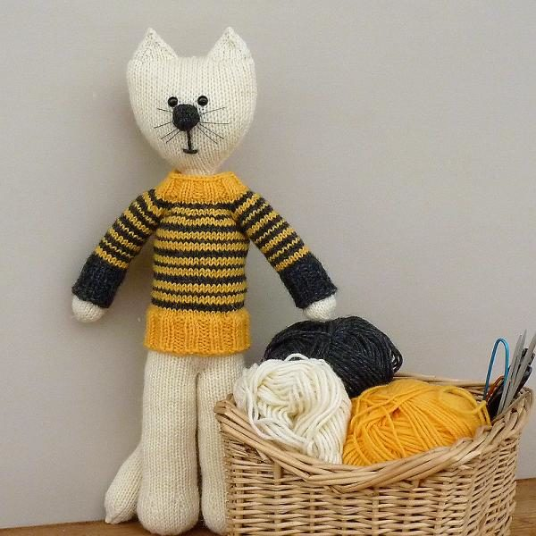 Dziergacy kot w sweterku woolloop druty na okraglo amigurumi