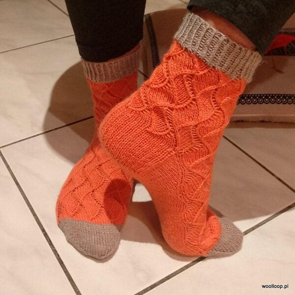 pomarańczowe skarpety na drutach ze wzmocnioną piętą Durable Soqs woolloop