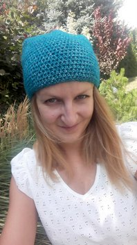 Szydełkowa czapka smerfetka w kolorze nafty woolloop