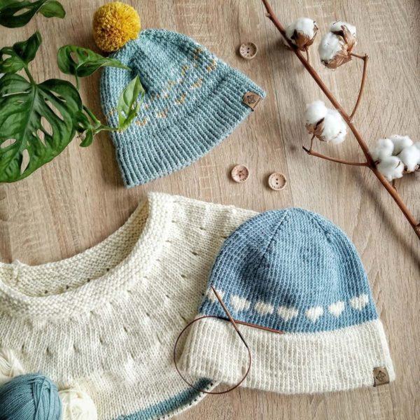 czapki na drutach z wloczki Novita Baby Merino
