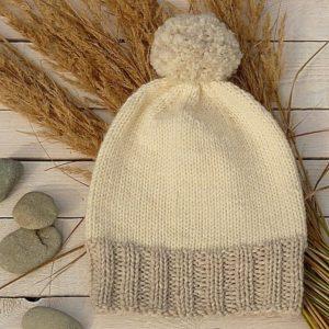 darmowy wzor na czapke na drutach Hyggella z wloczki Novita Isoveli woolloop druty na okraglo