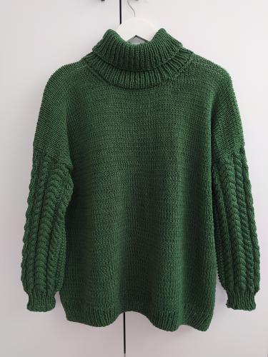 dzianinowy sweter z golfem z wloczki Must have Yarn and Colors woolloop