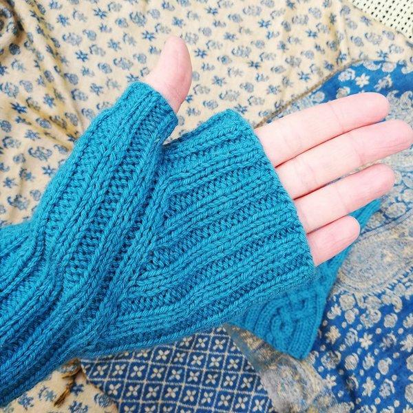 kciuk w mitenkach z wloczki Performance Simply Wool woolloop