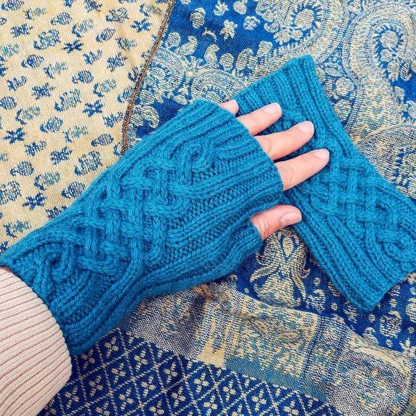 mitenki na drutach wzor Vivid Mitts wloczka Performance Simply Wool woolloop