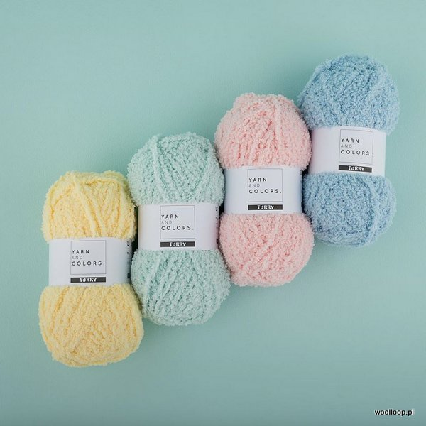 motki pastelowej wloczki FURRY Yarn and Colors