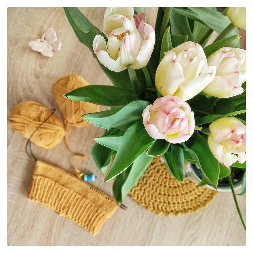 robotka na drutach i kwiaty