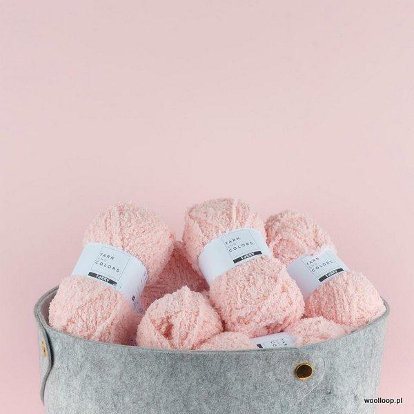 rozowe motki wloczka Furry Yarn and Colors