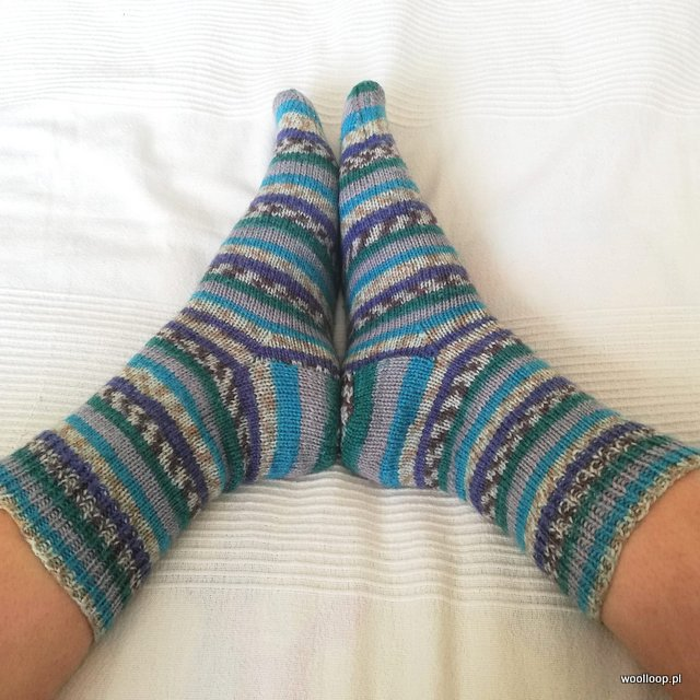 skarpetki na drutach z wloczki Hot Socks Rubin Grundl kolor 06 turkus woolloop