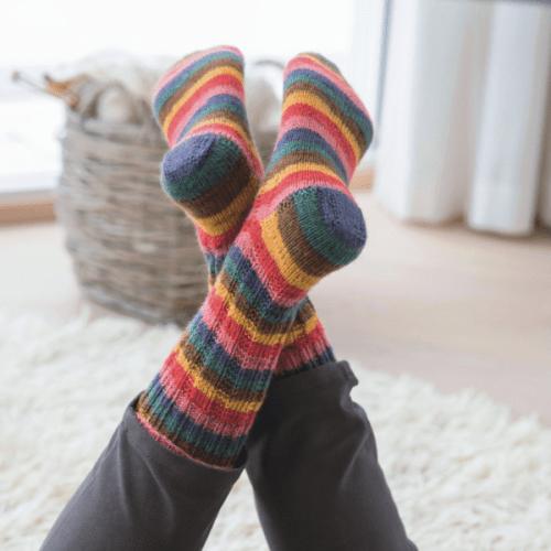 skarpety dziergane w kolorowe pasy Hot Socks Color Grundl woolloop