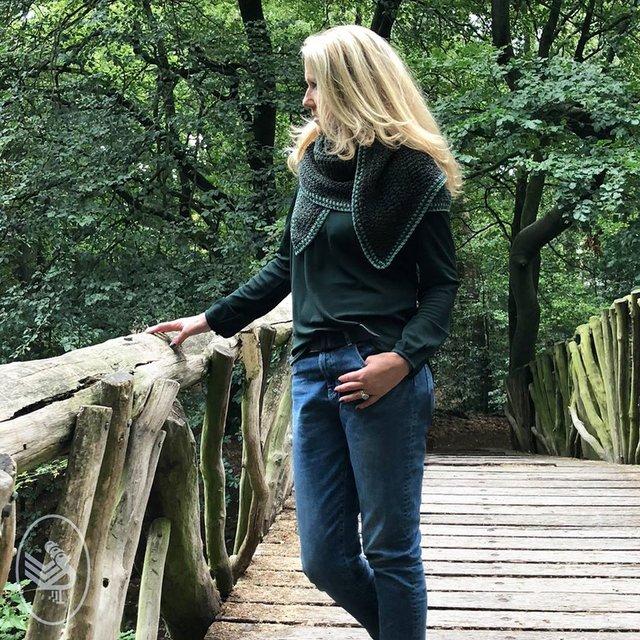 trojkatna chusta na szydelku z wloczki Durable Forest