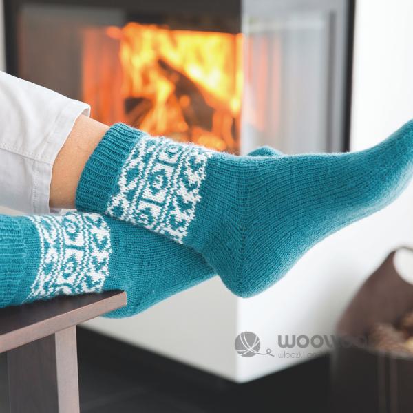 turkusowe dziergane skarpety z wloczki skarpetkowej z kaszmirem Hot Socks Pearl uni woolloop