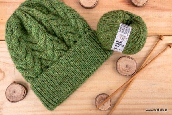 zielona czapka na drutach z wloczki Baby Alpaca DK woolloop